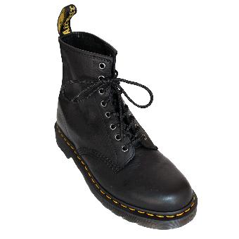 "Dr. Martens ""Carpathian"" Boot (8 Loch) (schwarz) (D39/UK6)"